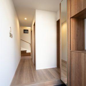 コの字型収納で使いやすい玄関収納(玄関)