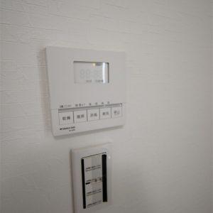 浴室暖房乾燥機で冬の寒い時や梅雨時のお洗濯にもあったかい仕様です。